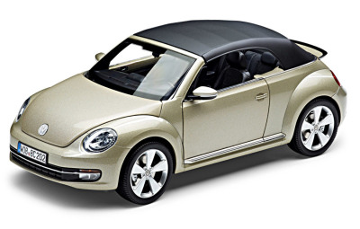 Модель автомобиля Volkswagen Beetle Cabrio, Moon Rock Silver Metallic, Scale 1:18