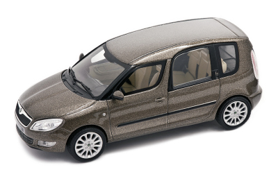 Модель автомобиля Skoda Roomster after a facelift model in 1:43 scale, mocca brown