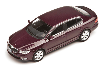 Модель автомобиля Skoda Superb model in 1:43 scale, brunello rosso
