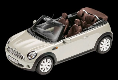 Модель автомобиля Mini Cooper Cabrio R57 Pepper White, Scale 1:18