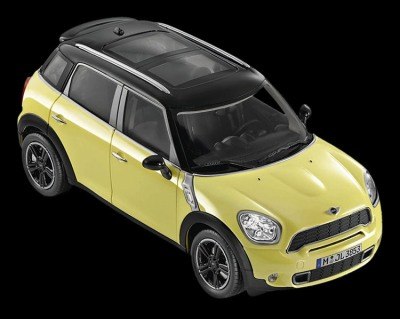 Модель автомобиля Mini Cooper S Countryman Bright Yellow, Scale 1:18