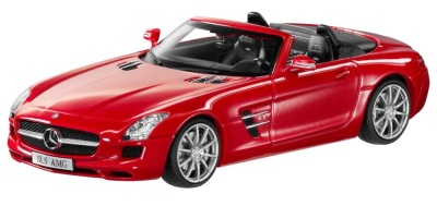 Модель Mercedes-Benz SLS AMG Roadster R197, AMG Le Mans Red, 1:43 Scale