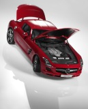 Модель Mercedes-Benz SLS AMG C197, AMG Le Mans Red, 1:12 Scale, артикул B66960047