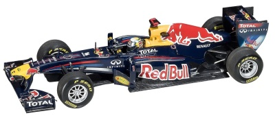 Модель болида Infiniti Red Bull Minichamps Sebastion Vettel RB7 1:43