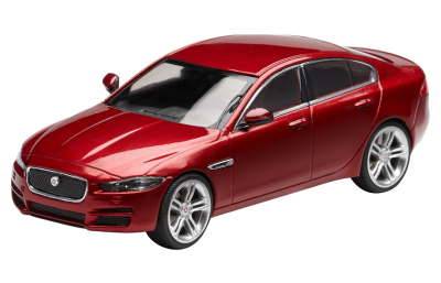 Модель автомобиля Jaguar XE Diecast Model, Italian Racing Red, Scale 1:43