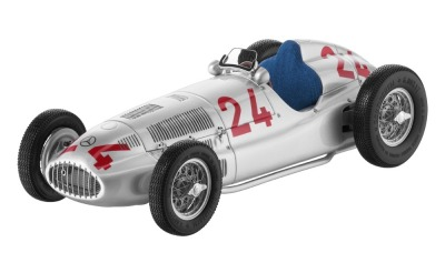 Историческая модель Mercedes-Benz W165, start number 24, Caracciola, 1939