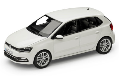 Модель автомобиля Volkswagen Polo 5-Door Hatchback, Scale 1:43, Pure White