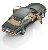 Модель Mercedes-Benz 560 SEL, V126, 1985-1991, Green Metallic, 1:18 Scale, артикул B66040626