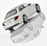 Модель Mercedes-Benz E-Class Saloon (W213), Avantgarde, Scale 1:43, Designo Diamond White Bright, артикул B66960378