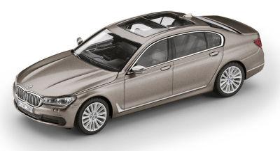 Модель BMW 750 Li (G12), Cashmere Silver, Scale 1:43
