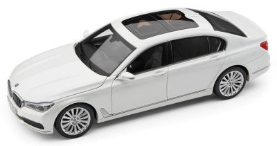 Модель автомобиля BMW 7 Series Long (G12), 1:18 Scale, Mineral White