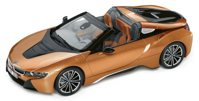 Модель автомобиля BMW i8 Roadster, E Copper Metallic / Black, 1:43 Scale