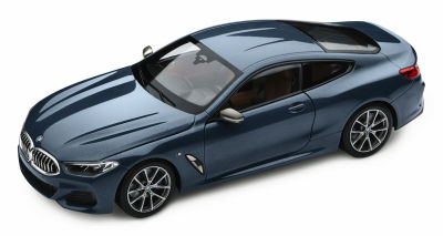 Модель автомобиля BMW 8 Series Coupe, Barcelona Blue Metallic, 1:18 Scale